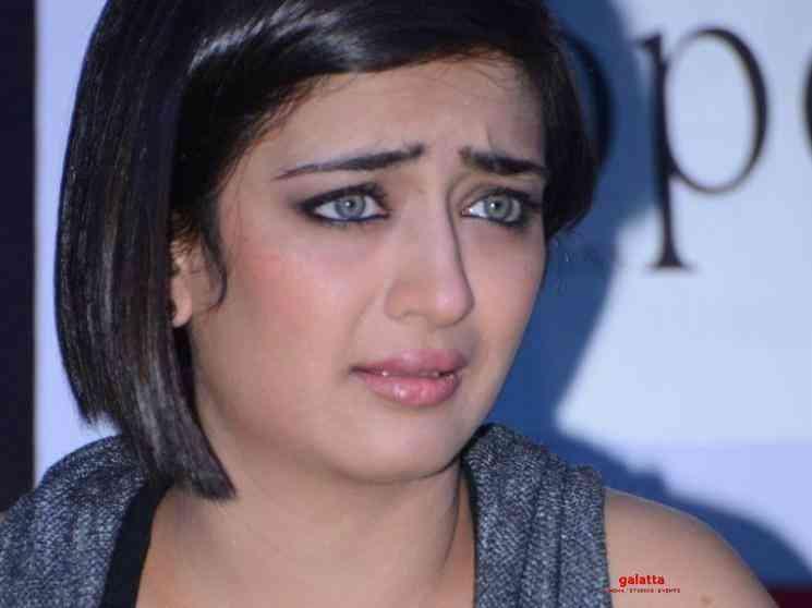 Akshara Haasan emotional after the death of her make up man - Tamil Movie Cinema News