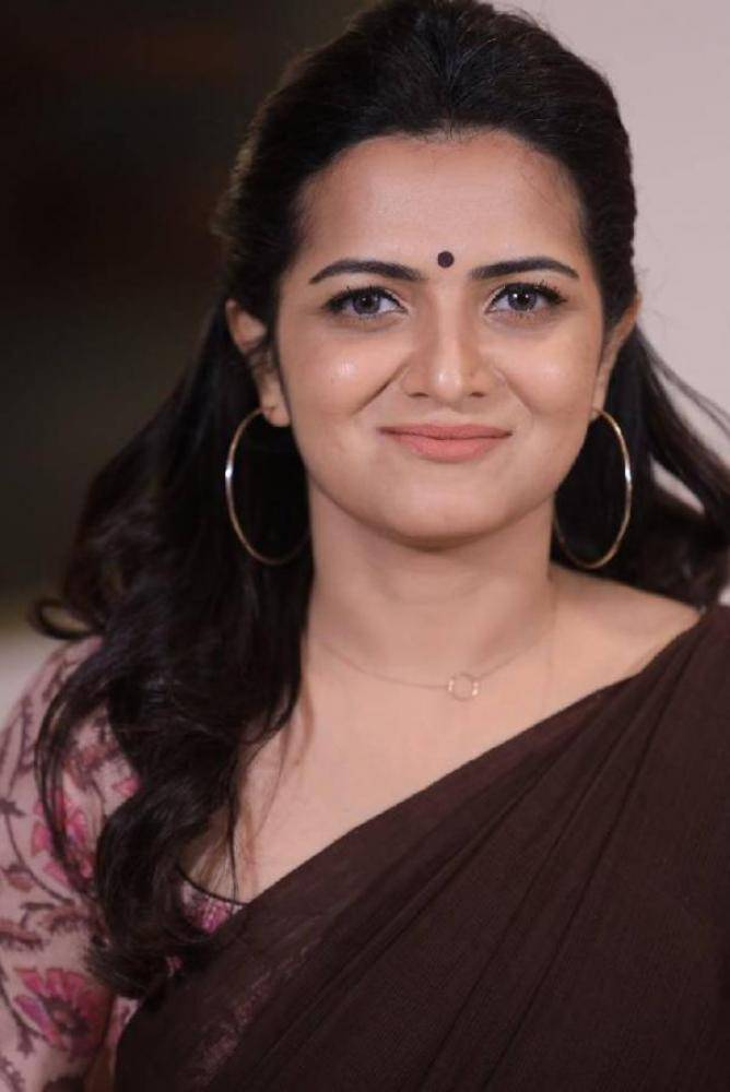 Dhivya Dharshini - Tamil Photoshoot Stills Images