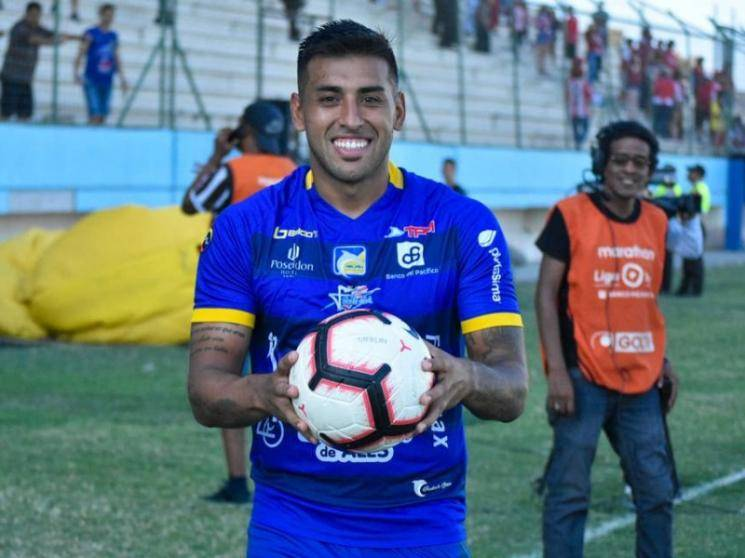 Football player in Ecuador breaks COVID-19 rules by kissing ball, Fined 1200 dollars