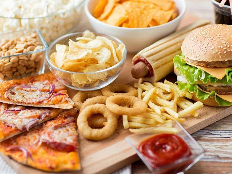 FSSAI bans junk food in school canteens & surrounding 50 metres in India!