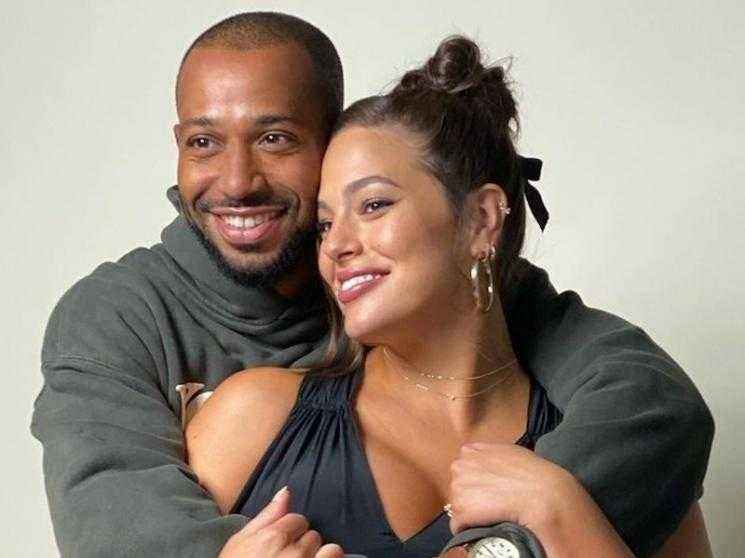 Model-actress Ashley Graham announces she is expecting twins - TRENDING VIDEO!