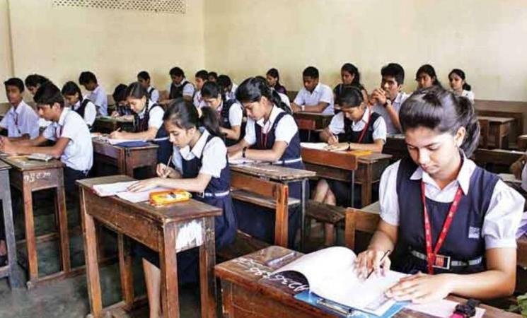 மீண்டும் பள்ளிகளை திறக்க 70 சதவீத பெற்றோர்கள் ஆதரவு.