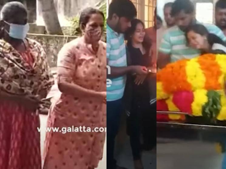 Anitha Sampath in uncontrollable tears at father's funeral event - heartbreaking video
